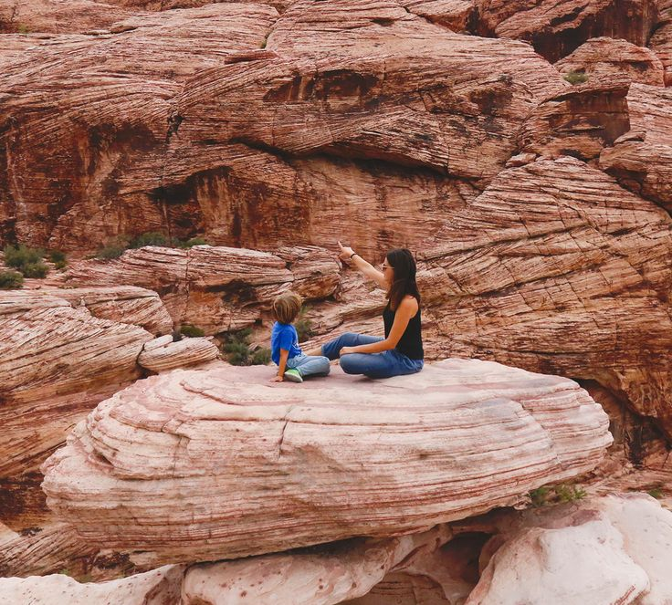 Looking for a short, yet inspiring day trip from Las Vegas? If you can't make it to the Grand Canyon, try visiting the Red Rock Canyon. Find out more