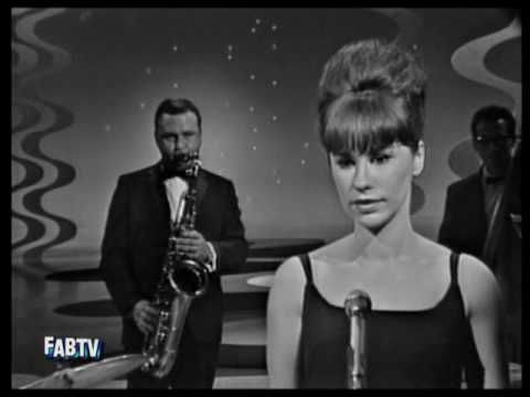 'The Girl From Ipanema' ~ 1964 live performance ~ by Astrud Gilberto & Stan Getz
