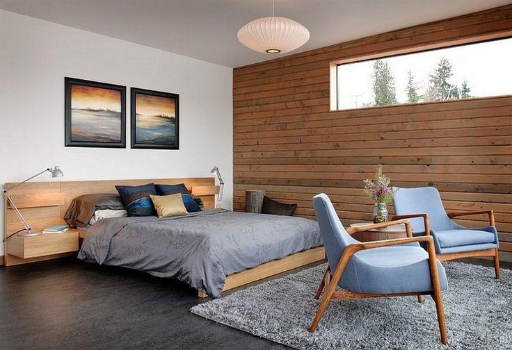 pared en madera con sillas acolchonadas
