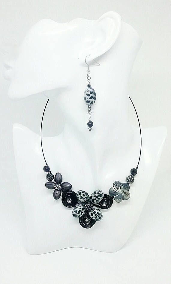 Retrouvez cet article dans ma boutique Etsy https://www.etsy.com/ca-fr/listing/538192813/collier-colore-collier-noir-collier