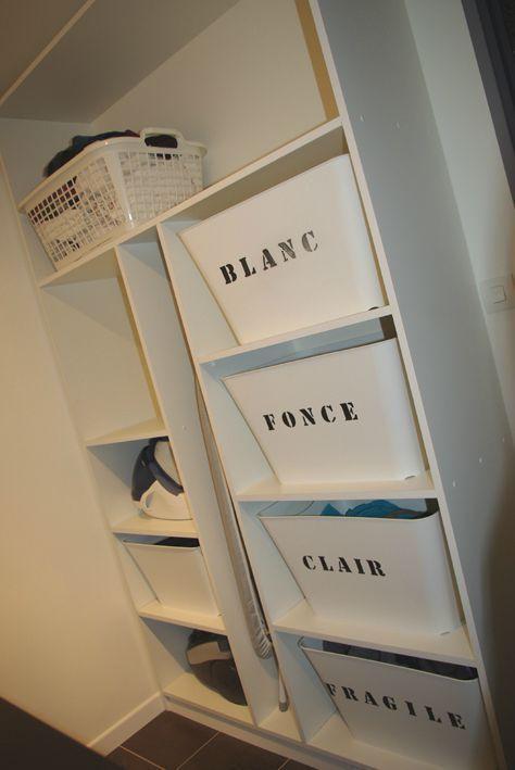 Meuble de rangement DIY pour le tri du linge  http://www.homelisty.com/astuces-rangement-organisation-buanderie/