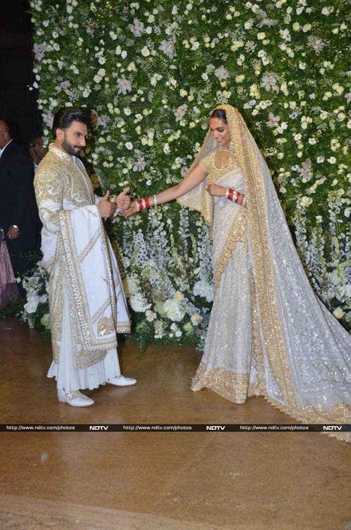 Pics Of Deepika Padukone Ranveer Singh From Mumbai Reception Couple Goals Truly Bridal Outfits Indian Wedding Outfits Indian Wedding Bride