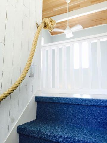 ビーチテイストな階段ロープ手摺 | HIGH&LOW