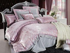 irya 6-tlg. Jacquard Bettwäche-Set CLASSY, 200x220 cm, rosa grau Bettwäsche: Der Webstoff, aus dem die Träume sind... Jacquard Bettwäsche für Liebhaber exklusiver Wertigkeit: Classic Designs von irya sorgen für ein luxuriöses Ambiente in Ihrem Schlafzimmer und edel glänzende Ranken verschönern Ihr Zuhause. #irya #bettwäsche #luxusbettwäsche #bettbezug #kissenbezug #bettlaken #luxus #luxury #luxuryhome #schlafzimmer #schlafzimmerideen #bedroom #dekoideen #homedecor #homedesign #fashion