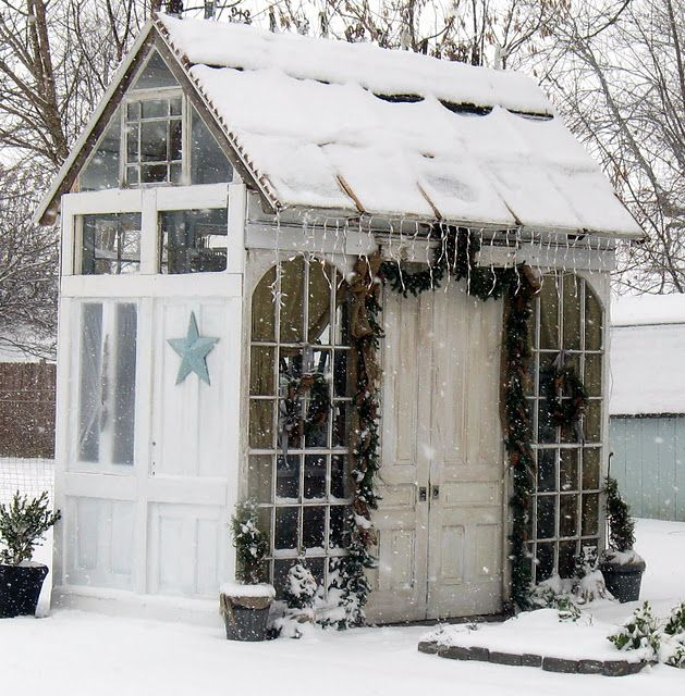 Little cottage in the snow. This would be an amazing little home office! Like working outside!