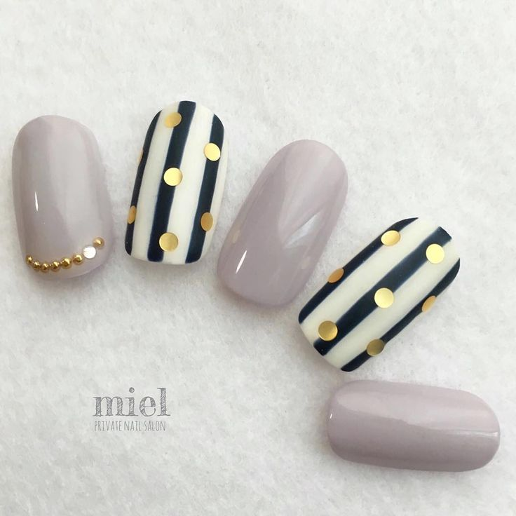 Grey black&white stripes with gold dots nails. Looks nice!