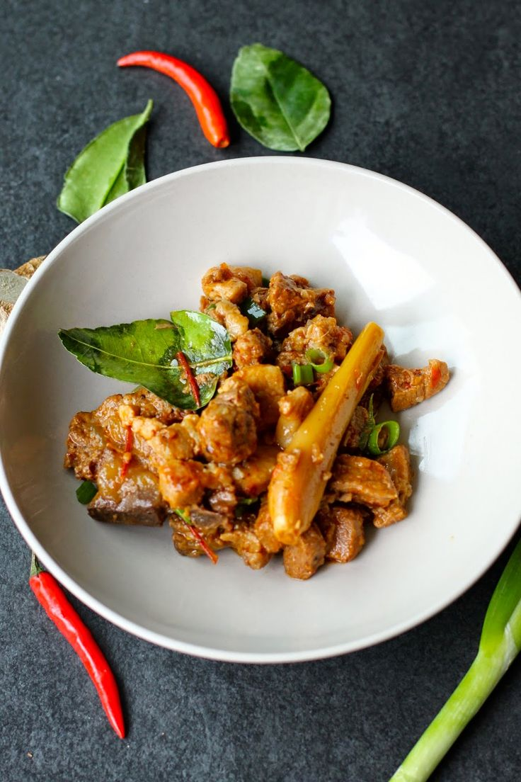 Indonesian Food at its best. This one comes from an area in Sulawesi Island, Manado. Spicy Chili Pork. A little bit spicy, a litte bit sour, great flavour combination! A crowd pleaser definitely!