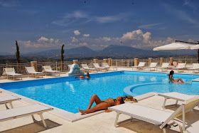 Per le tue vacanze al Mare in Abruzzo scegli il Residence Incantea. Camere e Appartamenti arredati e dotati di tutti i confort con aria condizionata, bar, reception, piscina con idromassaggio, parco giochi per bambini, parcheggio interno video-sorvegliato. In posto ideale per la tua vacanza in un luogo unico.  SCOPRI LE OFFERTE www.incantea.it