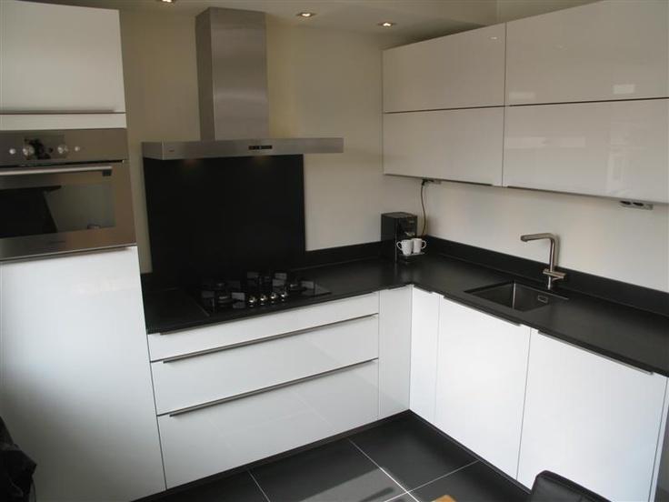 Moderne hoogglans keuken met 2 cm composiet werkblad tijdloze keukens pinterest met - Keuken met granieten werkblad ...