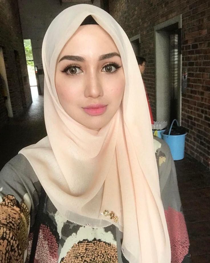 Full makeup on + good lighting = selfie! | wearing @tudungruffle raya collection #TRwonderaya