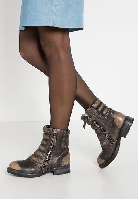 Chaussures Diesel D-MY ROCK PAD - Santiags - coffee bean marron: 245,00 € chez Zalando (au 03/01/17). Livraison et retours gratuits et service client gratuit au 0800 915 207.