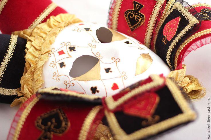 Интерьерная венецианская маска- Карточная Дама.Текстиль бархат, декор маски- масти игральных карт.Маска станет прекрасным украшением интерьера или отличным подарком.