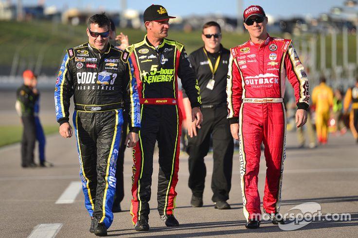 Tony Stewart, Stewart-Haas Racing, Clint Bowyer, HScott Motorsports Chevrolet, Kevin Harvick, Stewart-Haas Racing Chevrolet