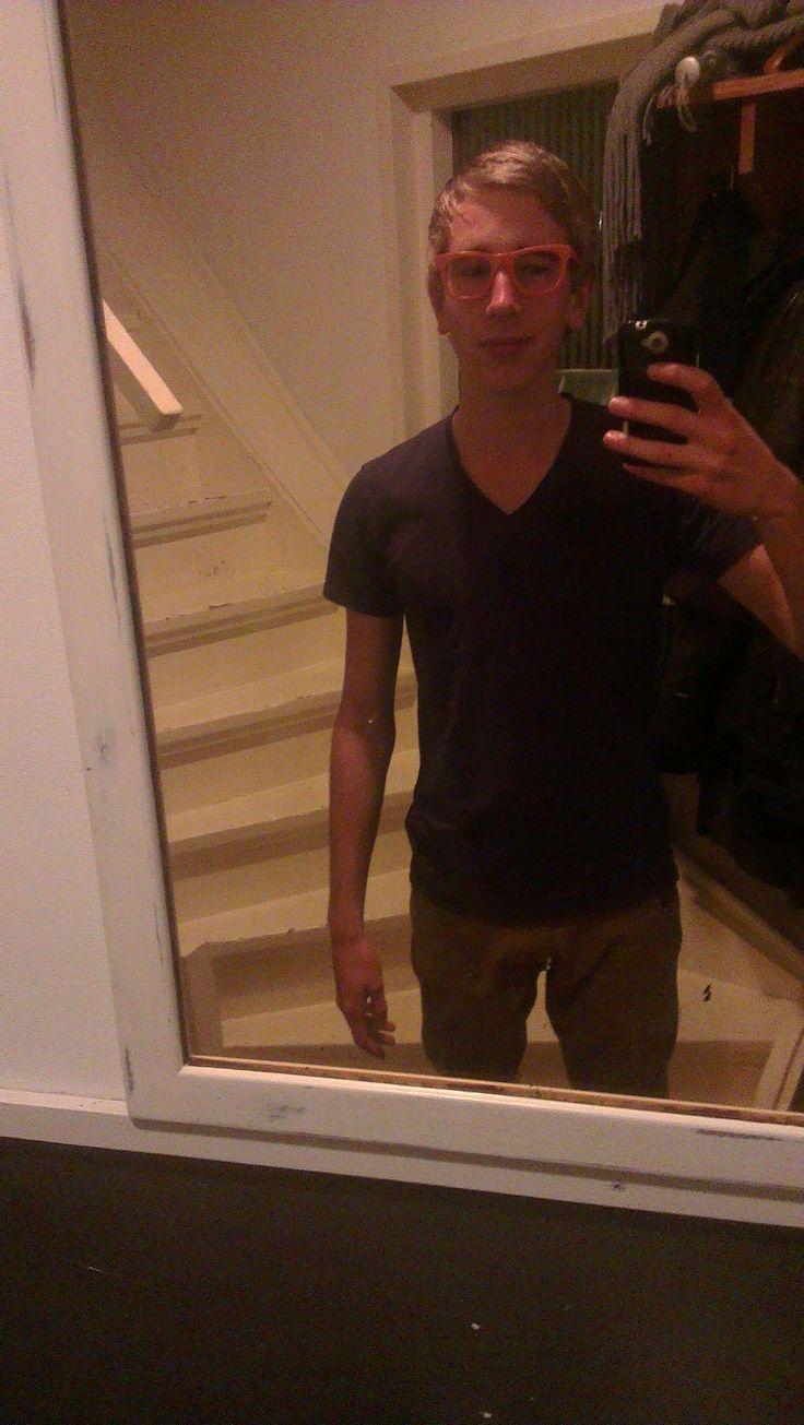 Dit ben ik. Mijn naam is Koen van der Meer. Ik woon in Oudewetering. En ik ben 15 jaar oud.