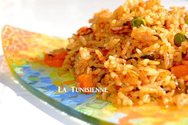 J'ai préparé du riz à la mode de Djerba, mmmmmmm.... un vrai régal. Je l'ai épicé avec de la vraie harissa, celle qui est faite à la main, et à Nabeul s'il vous plaît : la capitale mondiale (et tun...