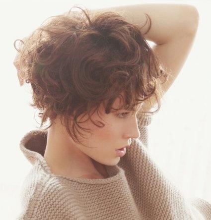 La coupe Boyish bouclée et romantique de Philippe Laurent #cheveux #coiffure #bouclé