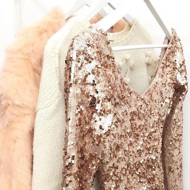 Details lo que me ha costado encontrar mi talla de este espectacular vestido de @bershkacollection al fin, mío!!! #outfit #bershka #dress #pretty #lentejuelas #love #look #style #instaday #iger #instalook #instablogger #instafashion #instagramers #blogger #Padgram