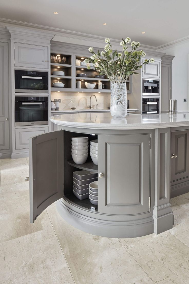 At Tom Howley can invent all kinds of beautiful kitchen storage solutions to keep your kitchen calm and clutter-free.