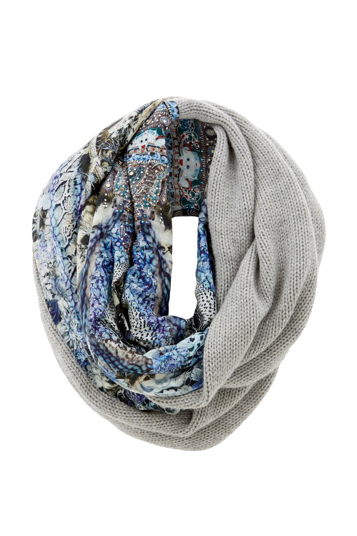 Part of the floral and animal print-inspired Hush Hush range, our Double Sided Scarf is the perfect winter accessory. This luxury resort wear piece is crafted from a sumptuous silk blend with contrast merino wool and is finished with hand-applied crystal embellishments for just the right amount of sparkle. Layer over a leather jacket for a cosy, cool-weather look. - Crystal embellishments- Printed cotton/silk- Merino wool contrast- Twist style scarf FABRICATION: 70% Cotton, 30% SilkEMBEL...