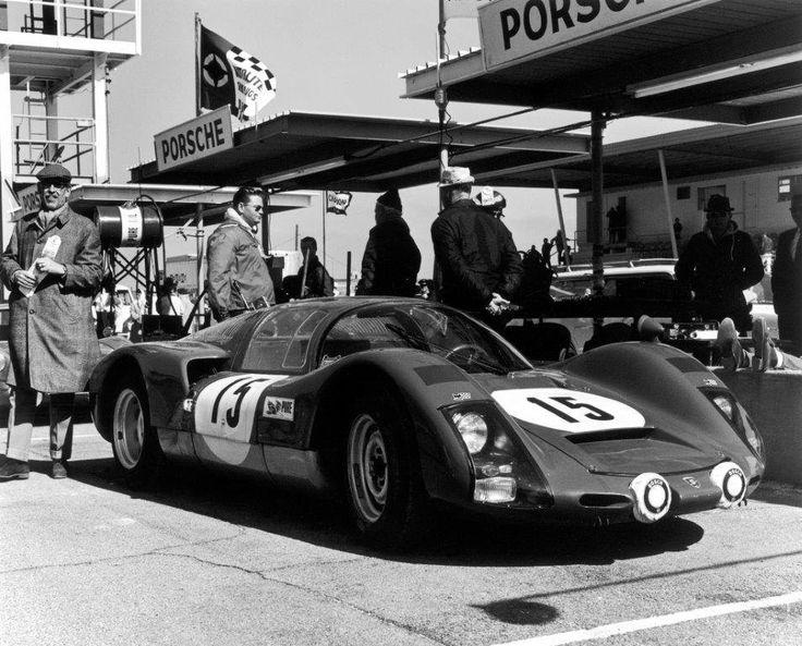 Porsche 906-017, ein ganz besonderer Porsche 906: er war der einzige Werkswagen, der nicht in Weiß sondern in Königsblau lackiert war. 1966 erreichte das Team Herrmann/Linge damit den 6. Gesamtrang beim 24-Stunden-Rennen von Daytona.