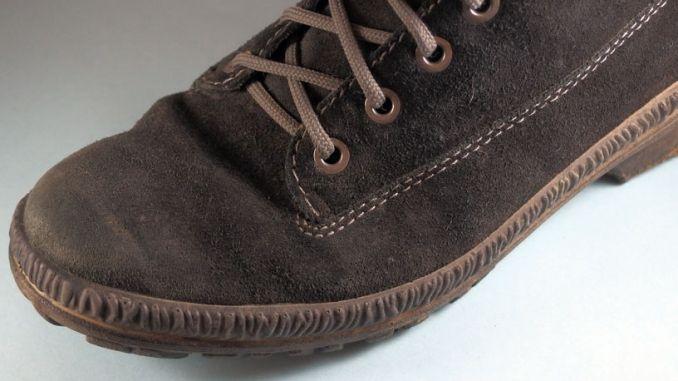Fleckige Schuhe aus Wildleder sauber bekommen