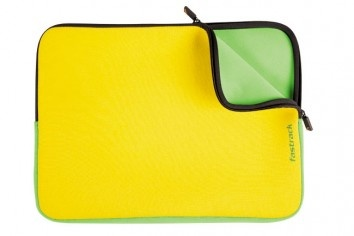 This cool laptop sleeve comes with a colorful border that contrasts its vibrant yellow cover. Flaunt it around and you're sure to get noticed.