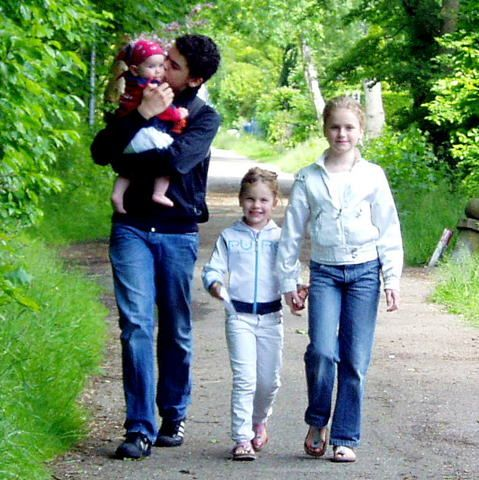 Het wel en wee van een vader, moeder en vier kinderen diethuisonderwijs krijgen. Aan het begin van dit blog, in mei 2007,is Philip (net) 8 jaar, Jette 5 jaar en Cato een paar maanden oud. Eind 20...