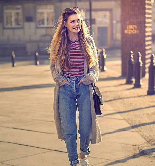 Julia w stylizacji z T-shirtem z naszego butiku. #look #style #fashion #fashionblogger #jeans #coat #tshirt #eshopp #ootd #blogerka #zakupyonline #naiastyle