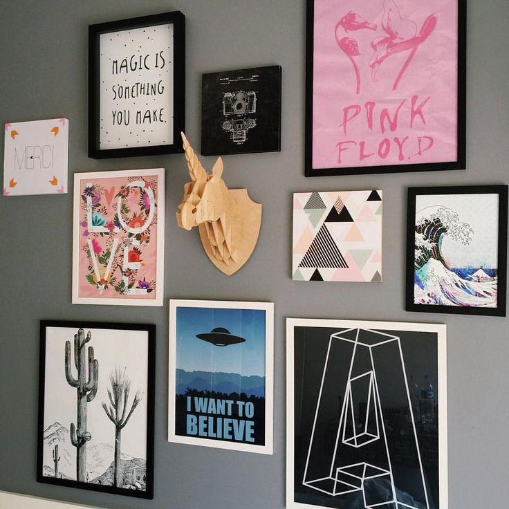 """Giovanna Ferrarezi no Instagram: """"Olha como meu quarto tá ficando lindo O quadro do Pink Floyd, o A grandão e o do disco voador são da encadreeposters.com.br e todos os outros e o são da @decohouseoficial ❤️ Tô xonada! E falando nisso, lá no site da Decohouse tem código de desconto pros meus seguidores ✨ É só escrever """"radioactiveunicorns"""" na parte de cupons de desconto no carrinho de compras """""""