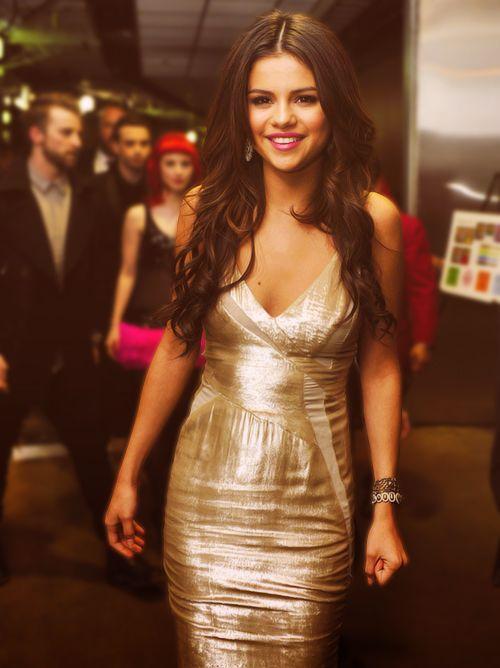 Selena in gold