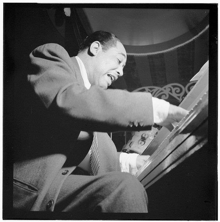 Portrait of Duke Ellington, Aquarium, New York, N.Y., between 1946 and 1948. Photograph by William P. Gottlieb. William P. Gottlieb Collection, Music Division, Library of Congress.