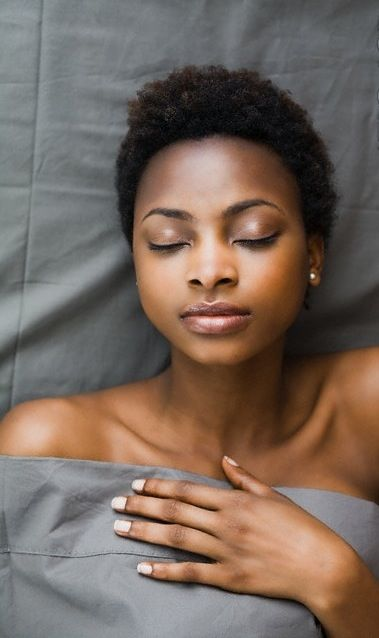 3 Ways to Retain Moisture at Night Without a Hair Bonnet