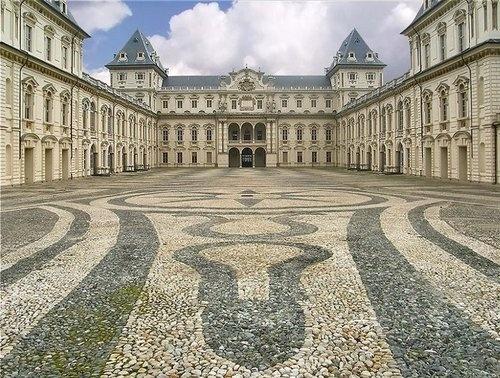 Castello del Valentino, Turin Learn Italian in Turin : www.ciaoitaly-turin.com