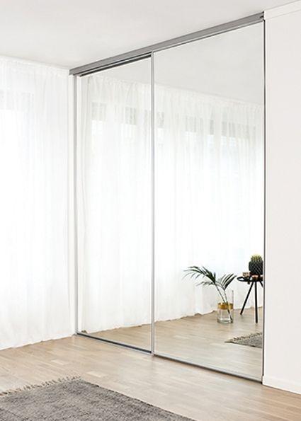 PEILILIUKUOVET LUOVAT TILANTUNTUA  Näissä Kirenan premium-malliston peililiukuovissa on mattahopea kehys ja kirkas peili. Lattiasta kattoon ulottuva peili tuo valoa ja saa huoneen tuntumaan suuremmalta.