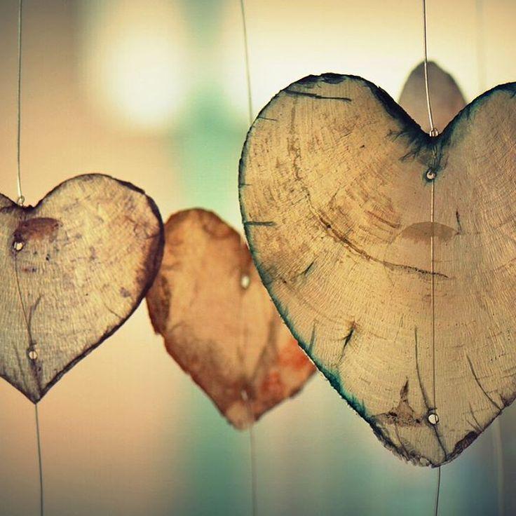 Le saviez-vous?  Le quartz rose est une pierre ayant des propriétés calmantes. Elle permet l'ouverture du coeur, permettant de donner et de recevoir l'amour. Un bel accessoire pour trouver la paix et la tranquillité !  #centreyogasante #quartzrose #amour #paix #allignéverslemieuxetre