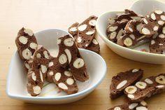 Coccole di dolcezza: Lingue di suocera al cacao e nocciole
