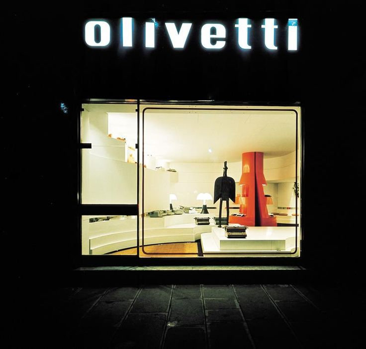 Olivetti, storia di un'impresa - Interno del negozio Olivetti di Parigi allestito da Gae Aulenti