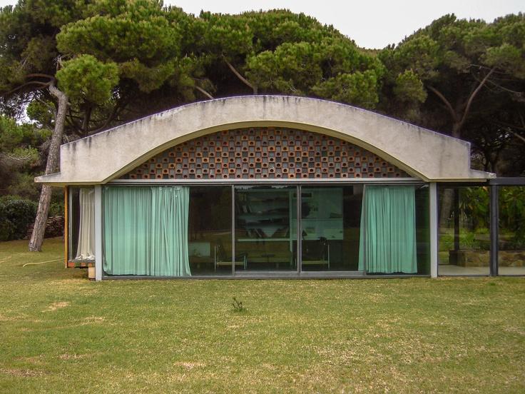 Casa La Ricarda, El Prat de Llobregat. Arquitecto: Antonio Bonet Castellana.
