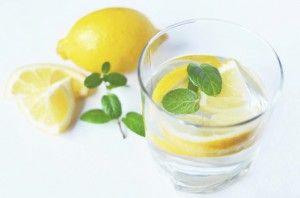 Drik vand med citron og giv din krop et morgenboost