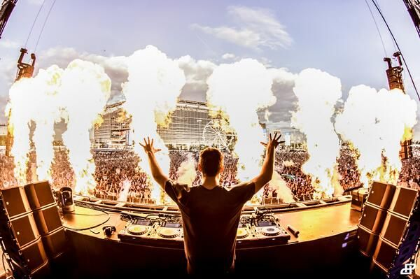 102 best images about martin garrix on pinterest edc for Deep house rave