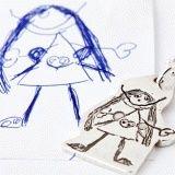 Sølv smykke med utskårne barnetegninger