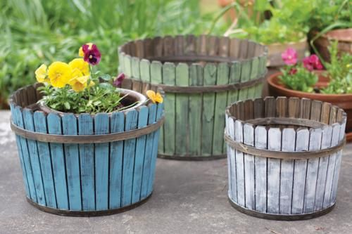 Flowers in pots in baskets.Gardens Ideas, Wooden Planters, Painting Sticks, Wine Barrels, Painting Wooden, Slat Baskets, Round Painting, Outdoor Spaces, Wooden Slat