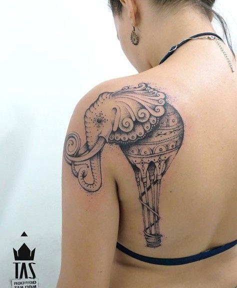 tatuagem feminina nos ombros elefante