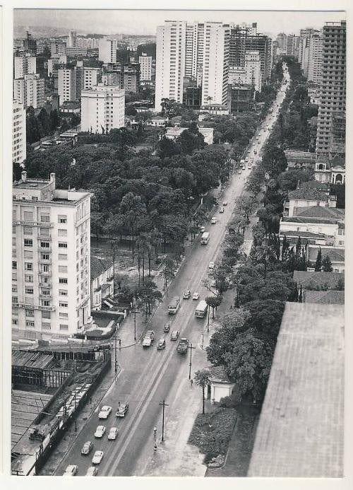 Vista aérea da região da Av. Paulista, num cartão-postal dos anos 70/80 - SkyscraperCity