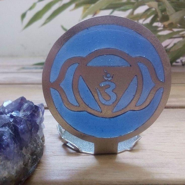 AJNA: significa en sánscrito  saber conocer percibir.  Funciones: Vista intuición orden meditación e inspiración. Ubicación: entrecejo. Color: Azul Índigo o violeta. Rocas: Amatista sodalita perla cuarzo cristal  fluorita zafiro.  Esencias: Lavanda menta anís estrellado azafran geranio jazmín. Mantra: OM  #Namaste #kelandkchakras #yogajewelry #ajna #heal #healing #sanacion #chromotherapy #equilibrio #comunicacion #equilibrium #meditacion #meditation #chakra #chakras #yoga #peace #love…