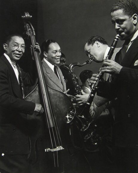 Lester Young on saxophone with other jazz musicians during jam session at Gjon Mili's studio, NY, 1943 #Jazz