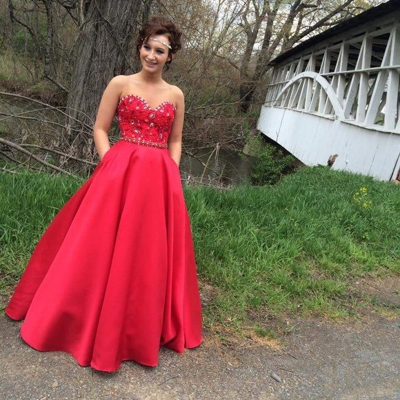 Mori Lee prom dress! Beautiful Mori Lee prom dress that I am so sad to part with! worn once and in perfect condition! ❤️ Mori Lee Dresses Prom