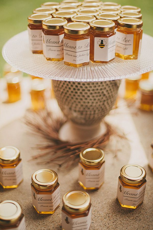 Love.. honey wedding favors especially like the display so everyone knows where they are..