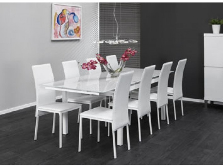 Glazen eettafel met stoelen