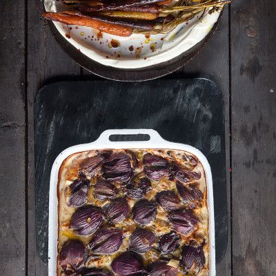 Red onions baked in cream and Gorgonzola